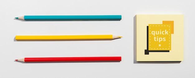 Bovenaanzicht potloden knolling desk concept