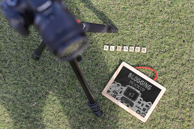 Bovenaanzicht professionele camera en blogger concept
