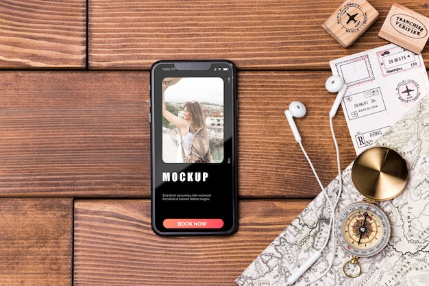 Bovenaanzicht reismodel luisteren naar muziek
