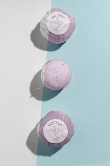 Bovenaanzicht roze badbommen