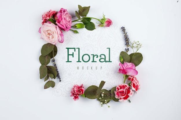 Bovenaanzicht roze rozen frame mockup