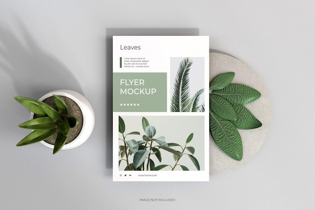 Bovenaanzicht schone minimale flyers met bladerenmodel