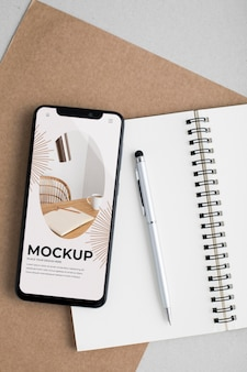 Bovenaanzicht smartphone en notebook
