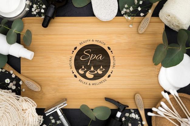 Bovenaanzicht spa center mock-up met accessoires en bladeren
