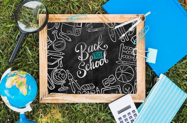 Bovenaanzicht terug naar school arrangement op gras