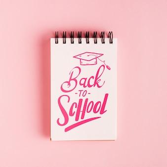 Bovenaanzicht terug naar school kladblok