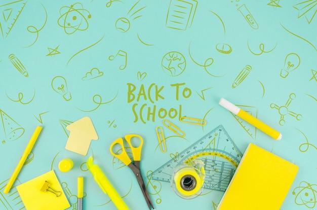 Bovenaanzicht terug naar school met gele benodigdheden