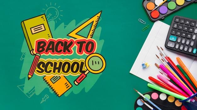 Bovenaanzicht terug naar school met groene achtergrond