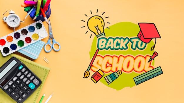 Bovenaanzicht terug naar school met oranje achtergrond