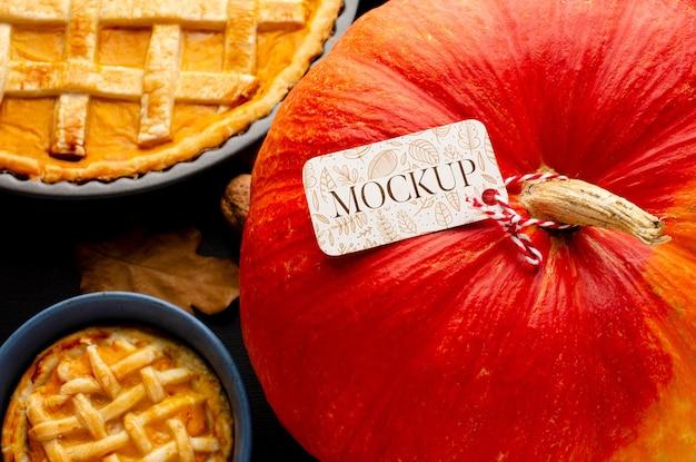 Bovenaanzicht thanksgiving pompoen en taart