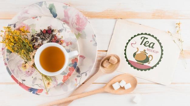 Bovenaanzicht thee mock-up voor ontbijt