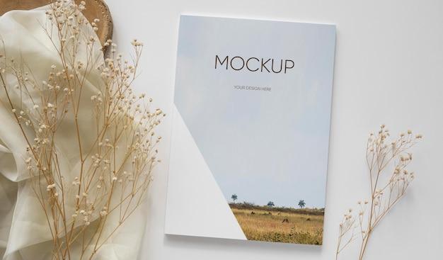 Bovenaanzicht tijdschrift en plantarrangement