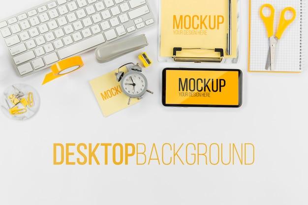 Bovenaanzicht toetsenbord en mobiele telefoon met mock-up