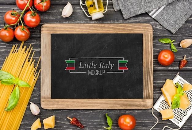 Bovenaanzicht tomaten en pasta assortiment