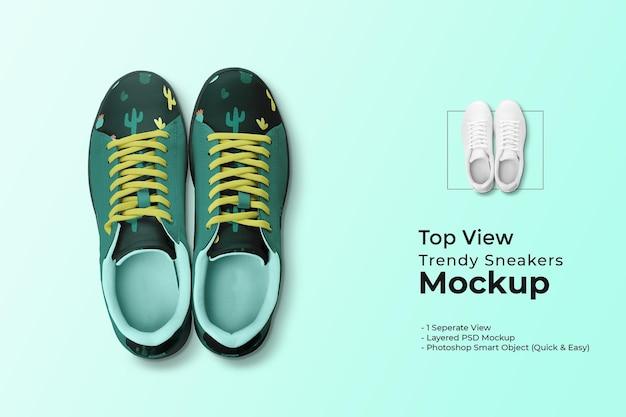 Bovenaanzicht trendy sneakers mockup
