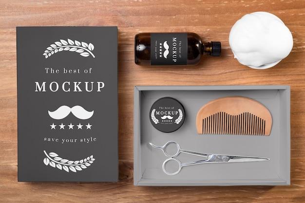 Bovenaanzicht van baardverzorgingsproducten in set met kam