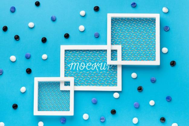 Bovenaanzicht van drie mock-up frames met decoraties