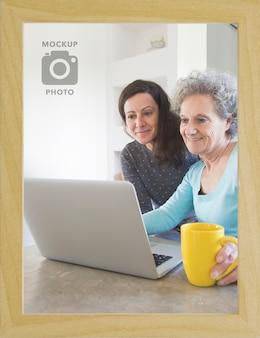 Bovenaanzicht van eenvoudige rechthoekige fotolijst