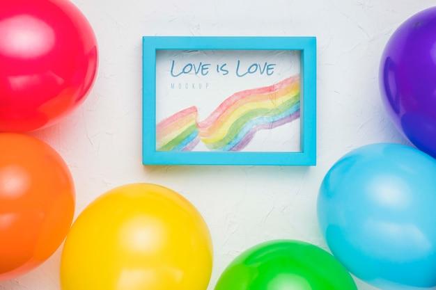 Bovenaanzicht van frame met kleurrijke ballonnen
