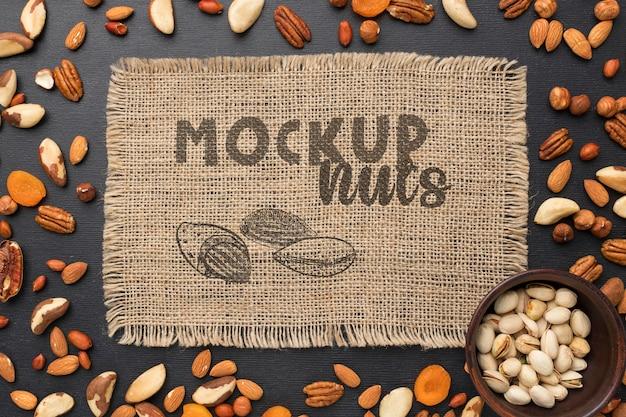 Bovenaanzicht van heerlijke noten mock-up