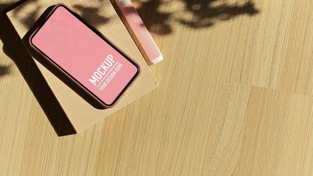 Bovenaanzicht van houten tafel met smartphone mockup