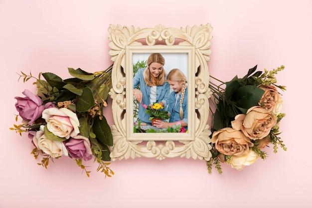 Bovenaanzicht van lente rozen met frame