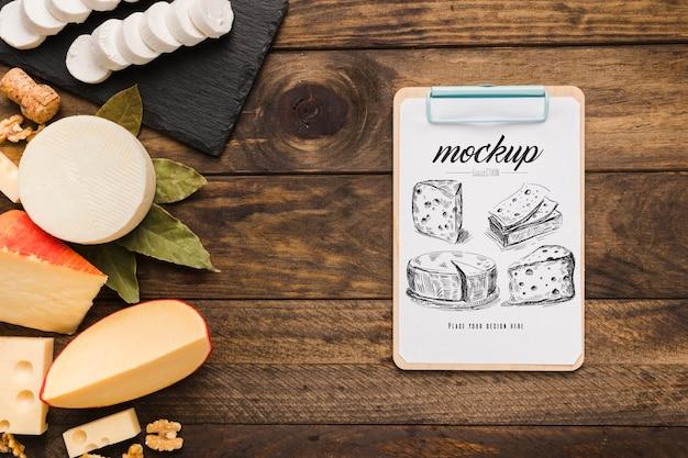Bovenaanzicht van met verschillende soorten kaas