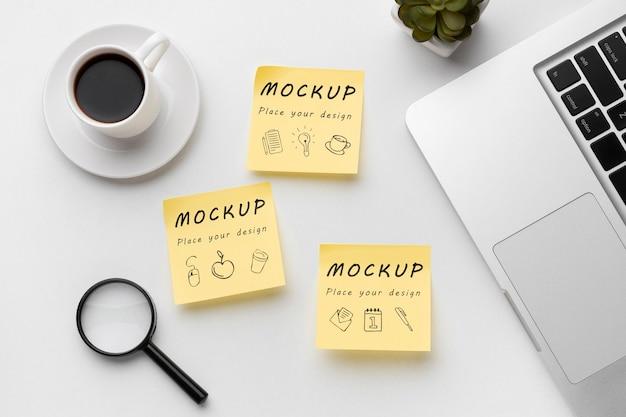 Bovenaanzicht van mock-up voor bureauconcept