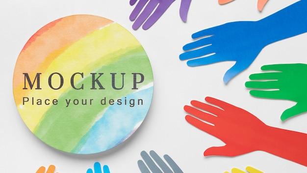 Bovenaanzicht van regenboogkleurige handen voor diversiteit