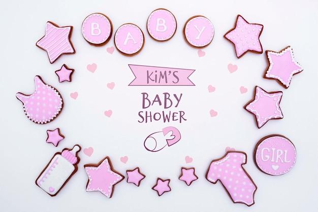 Bovenaanzicht van roze baby douche decoraties