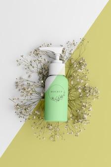 Bovenaanzicht van schoonheidsproduct in fles