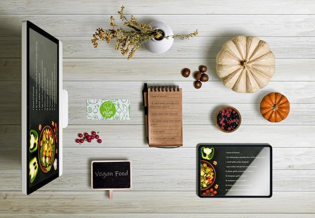 Bovenaanzicht van thanksgiving concept op houten tafel