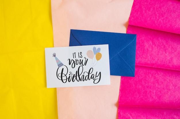 Bovenaanzicht verjaardagskaart mockup
