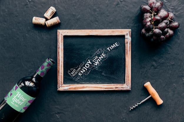 Bovenaanzicht wijn mockup met leisteen