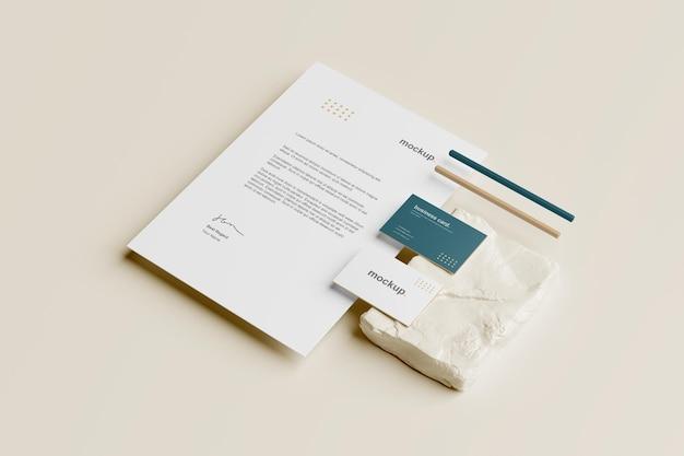 Branding briefpapier mockup perspectiefweergave met potlood