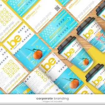 Branding kit luminoso e colorato di identità aziendale con modello di biglietto da visita, modello di volantino, tazza di carta mockup