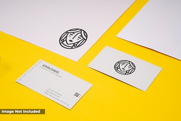 Branding mockup in geel