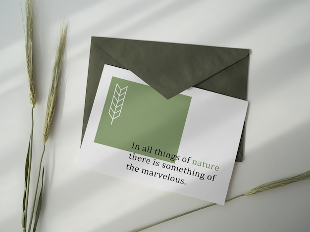 Briefkaart en envelop mockup