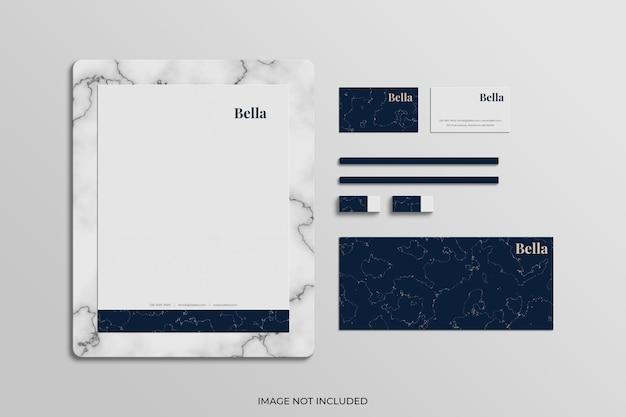 Briefpapierartikelen met mockup van witte marmeren platen