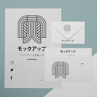 Briefpapierdocumenten in bovenaanzicht met logo-mock-up