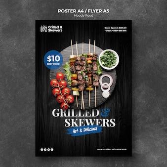 Brochetas a la parrilla con plantilla de póster de restaurante de verduras