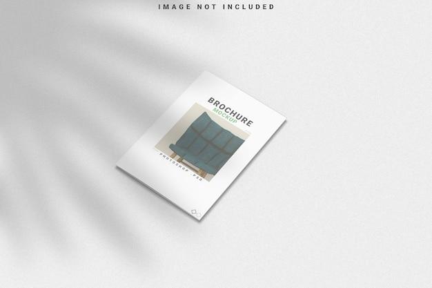 Brochure mockup met schaduw overlay