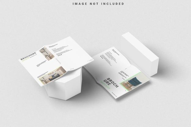 Brochureomslag en geopende mockup