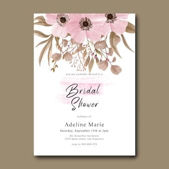 Bruidsdouchekaart met bloemendecoratie en aquarelpenseeleffect