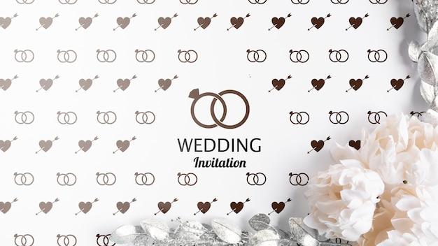 Bruiloft uitnodiging en rozen met mock-up