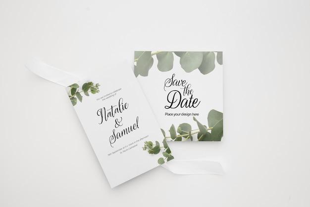 Bruiloft uitnodiging kaartsjabloon ingesteld met groene florale decoratie