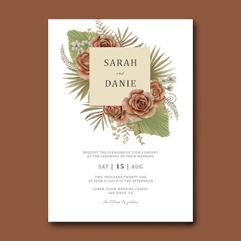 Bruiloft uitnodiging kaartsjabloon met een boeket van tropische bladeren en aquarel rozen
