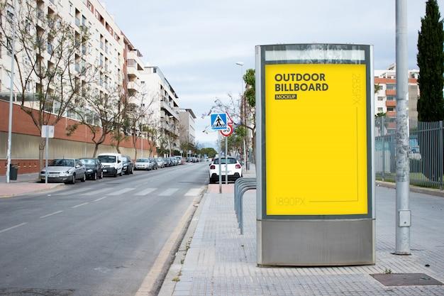 Buiten reclamebord in de stad