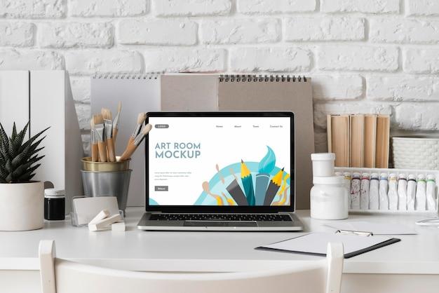 Bureau met laptop
