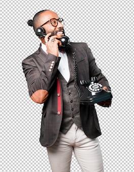 Bussines zwarte man praten via de telefoon